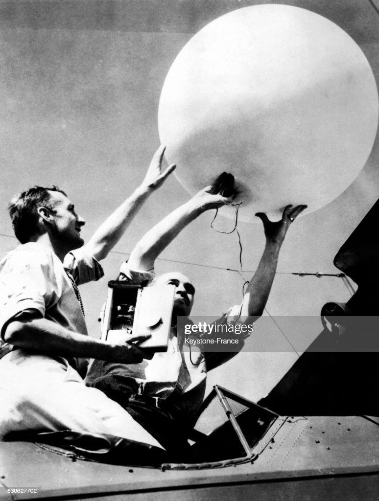 Lancement d'une sonde-ballon à des fins aéronautiques : News Photo