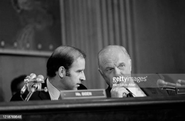 Les sénateurs Joe Biden et john Glenn.