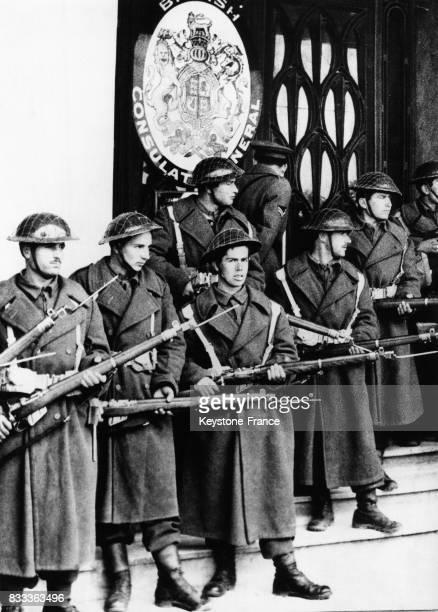 Les soldats armée protège le consulat britannique à Athènes Grèce le 11 mars 1956