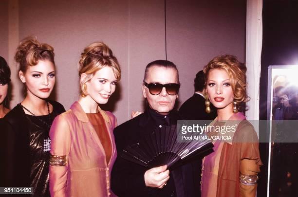 Les top models Nadja Auermann Claudia Schiffer et Christy Turlington lors du défilé Karl Lagerfeld PrêtàPorter Hiver 19921993 en mars 1992 à Paris...