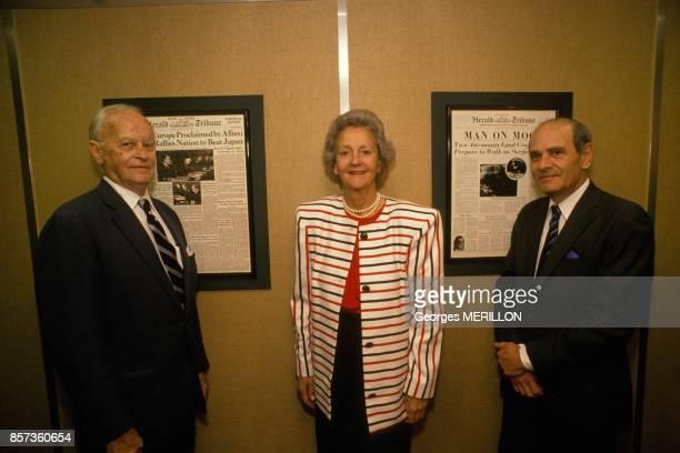 Les trois presidents du 'Herald Tribune' Walter Thayer Katharine Graham et Arthur Sulzberger le 30 juin 1988 a Paris France