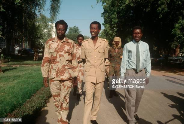 Les troupes du Mouvement Patriotique du Salut commandées par Idriss DEBY chassent du pouvoir Hissène HABRE de N'DJAMENA TCHAD Idriss DEBY à son PC du...