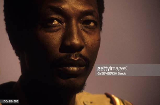Les troupes du Mouvement Patriotique du Salut commandées par Idriss DEBY chassent du pouvoir Hissène HABRE de N'DJAMENA TCHAD L'annonce à la...
