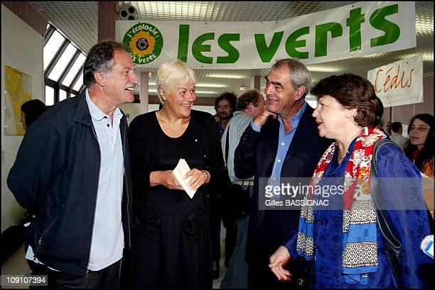 Les Verts Summer 2002 In Saint Jean De Monts France Martine Aubry Guest Of Dominique Voynet And Noel Mamere At The Summer Dominique Voynet Henri...