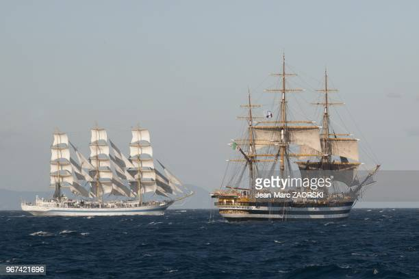 Les Voiles de Lgende 2013 avec sur cette image gauche le prestigieux trois mats carr Mir battant pavillon russe et le splendide trois mats carr...