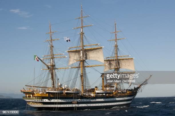 Les Voiles de Légende 2013 avec sur cette image le prestigieux trois mats carré Amerigo Vespucci navire ecole et fleuron de la Marine italienne...
