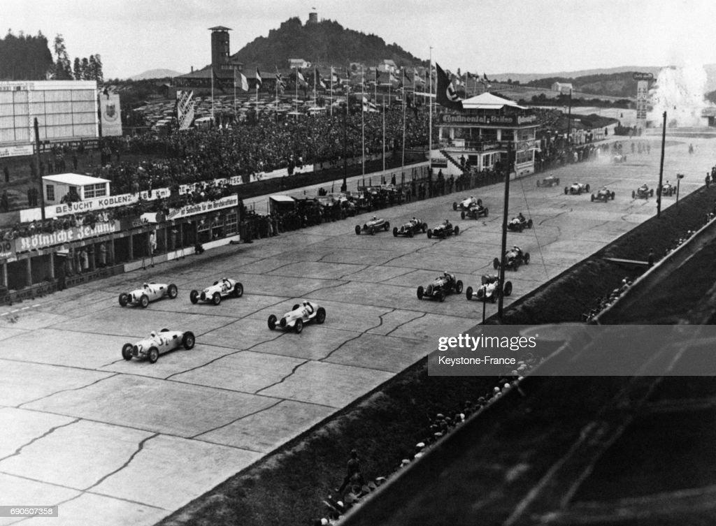 Départ du Grand Prix d'Allemagne 1936 : Nachrichtenfoto