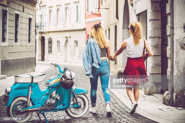 lesbian couple exploring an italian city - vintage lesbian photos stock pictures, royalty-free photos & images