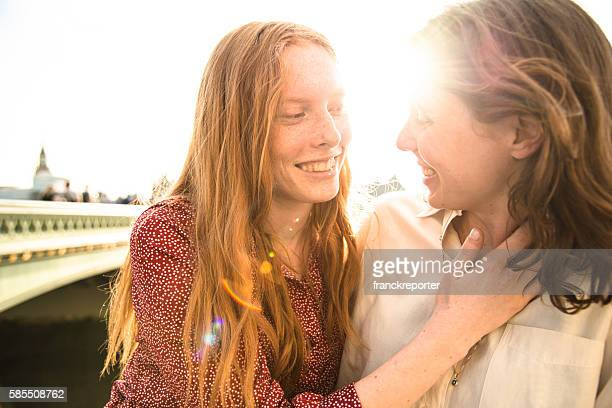 lesbian couple in london on westminster bridge - lesbian date stock pictures, royalty-free photos & images