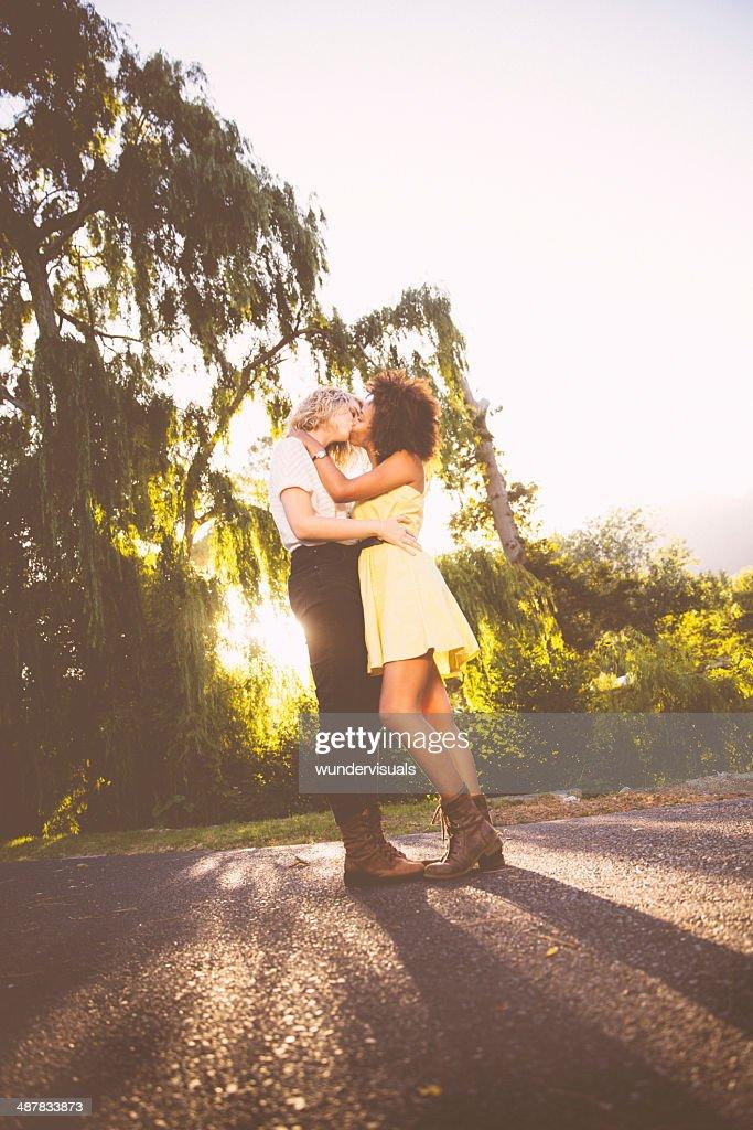 Beso Pareja Lesbiana Foto De Stock