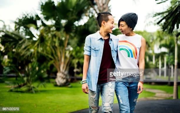 Concepto de felicidad de momentos de pareja de lesbianas de LGBT
