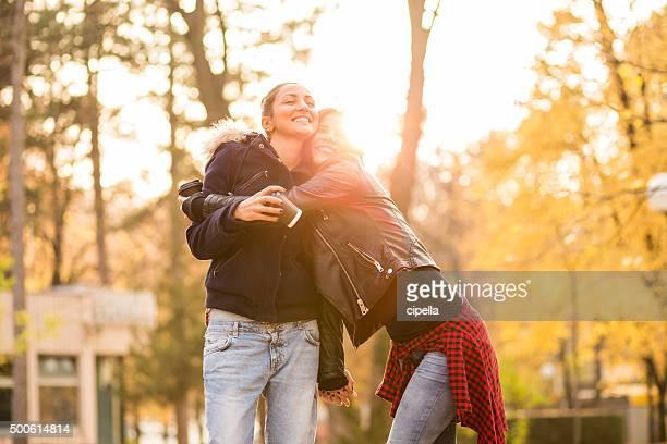 Lesbiennes hug