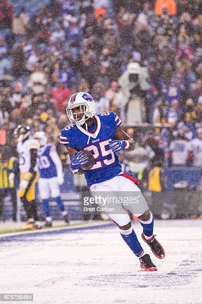 LeSean McCoy of the Buffalo Bills carries the ball in for a touchdown during the fourth quarter against the Pittsburgh Steelers on December 11 2016...