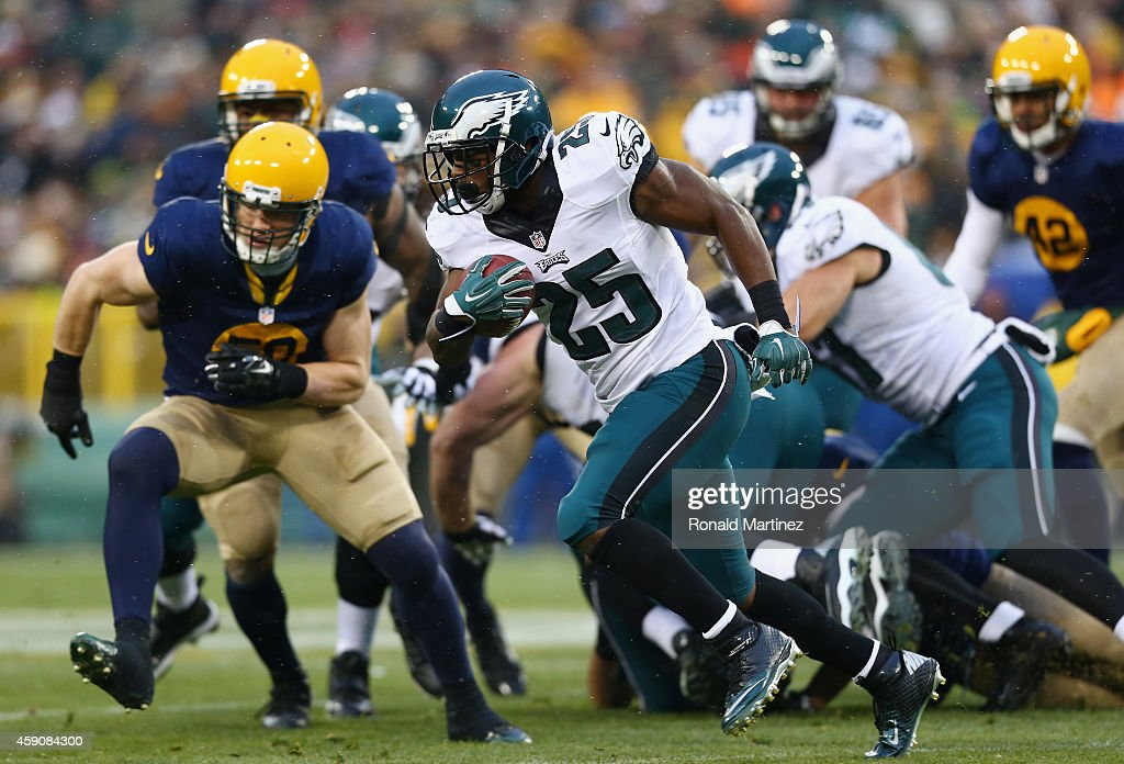 LeSean McCoy #25 of the Philadelphia Eagles runs the ball against the Green Bay Packers during the first quarter of the game at Lambeau Field on November 16, 2014 in Green Bay, Wisconsin.