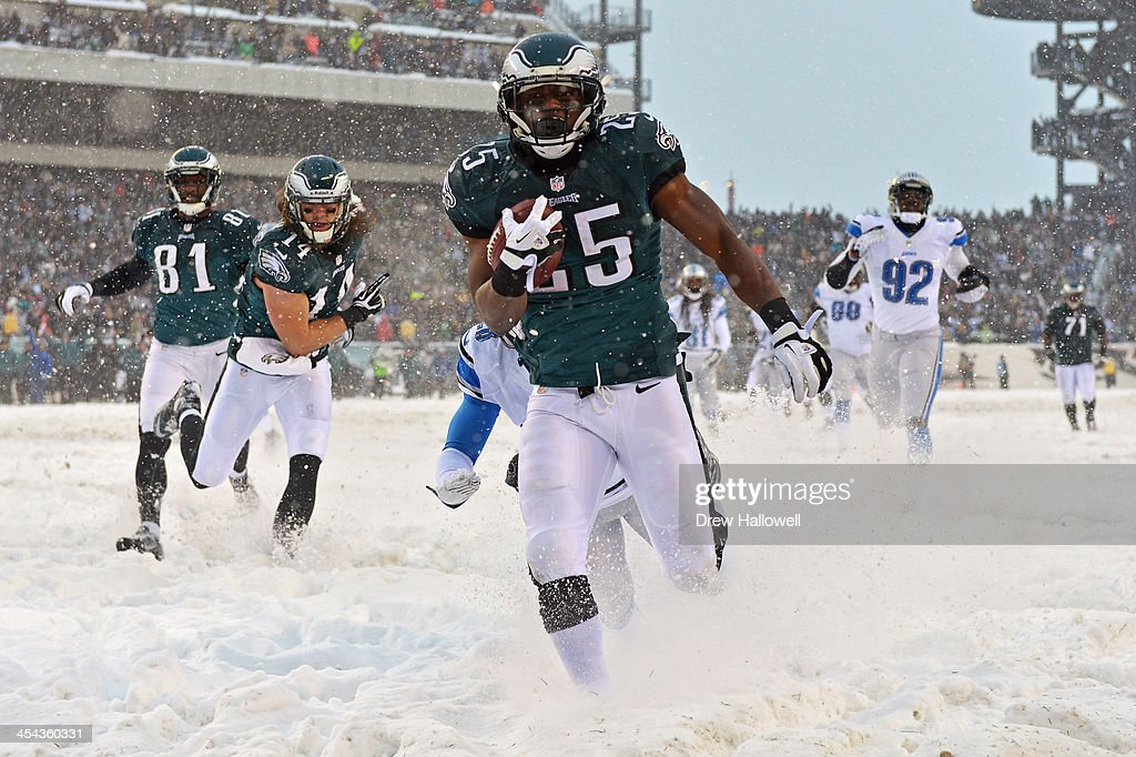 LeSean McCoy #25 of the Philadelphia Eagles rushes for his first touchdown of the game against the Detroit Lions at Lincoln Financial Field on December 8, 2013 in Philadelphia, Pennsylvania. The Eagles won 34-20.