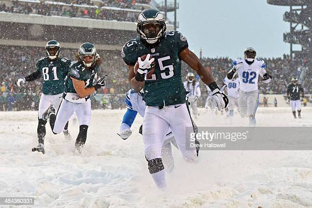 LeSean McCoy of the Philadelphia Eagles rushes for his first touchdown of the game against the Detroit Lions at Lincoln Financial Field on December 8...