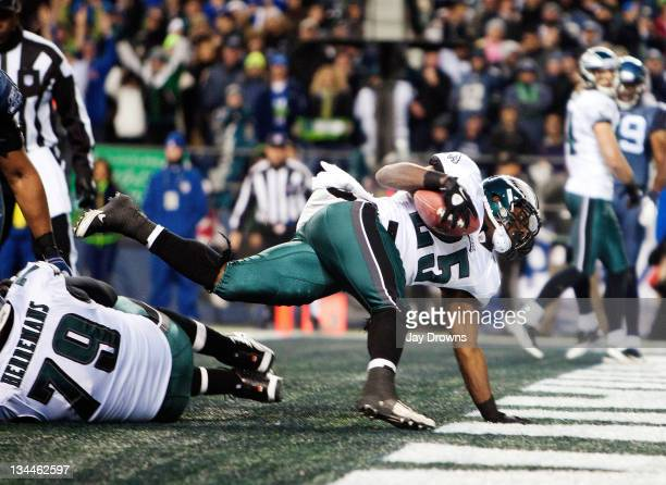 LeSean McCoy of the Philadelphia Eagles scores against the Seattle Seahawks at CenturyLink Field December 1 2011 in Seattle Washington The Seahawks...