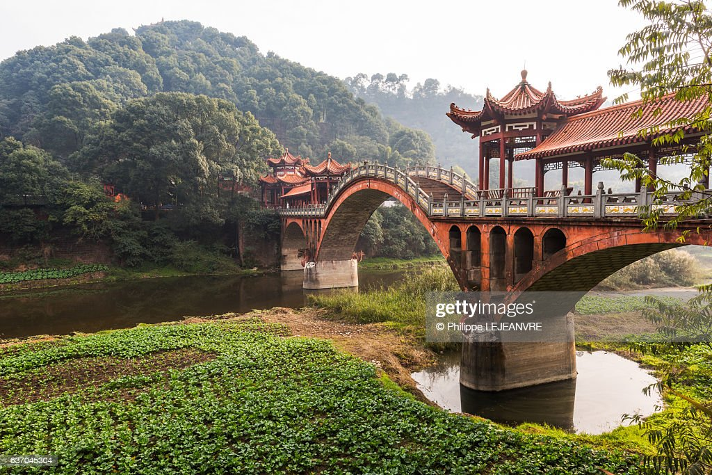 Leshan - Chengdu - ZhuoYing ancient bridge - China : ストックフォト
