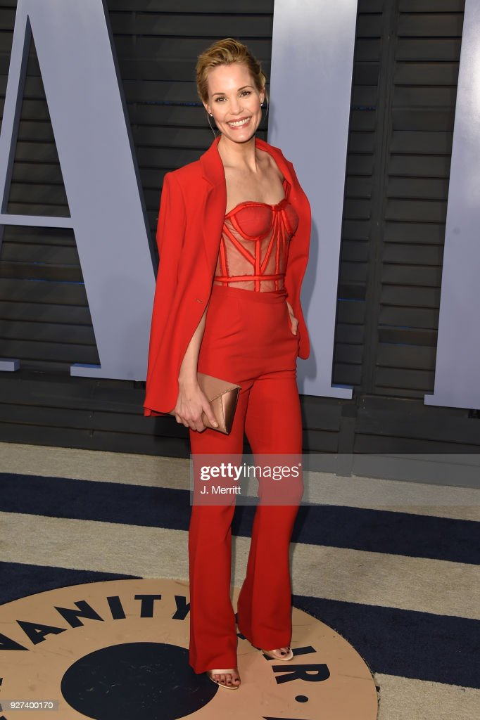 Leslie Bibb attends the 2018 Vanity Fair Oscar Party hosted by Radhika Jones at the Wallis Annenberg Center for the Performing Arts on March 4, 2018 in Beverly Hills, California.
