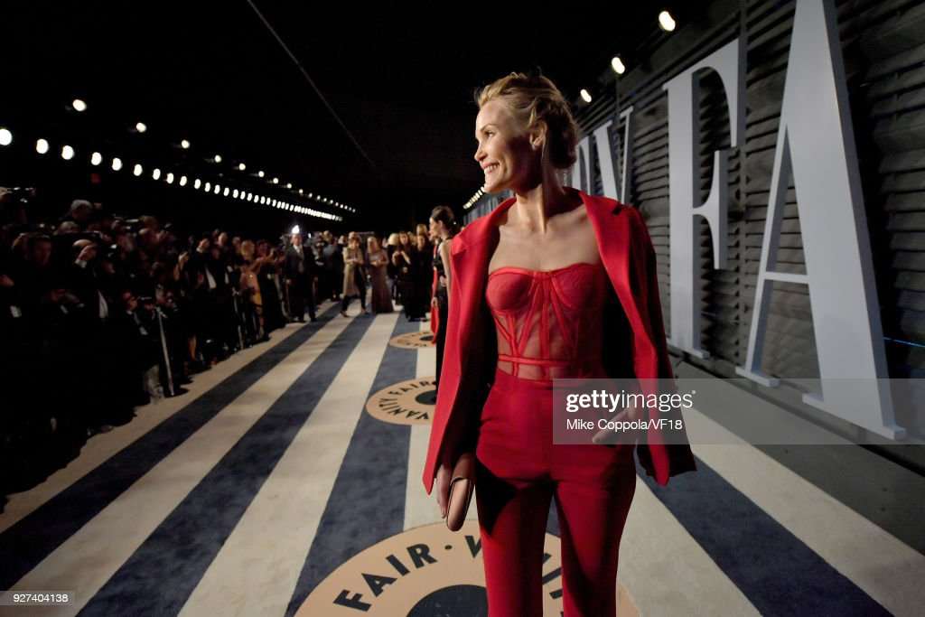 Leslie Bibb attends the 2018 Vanity Fair Oscar Party hosted by Radhika Jones at Wallis Annenberg Center for the Performing Arts on March 4, 2018 in Beverly Hills, California.