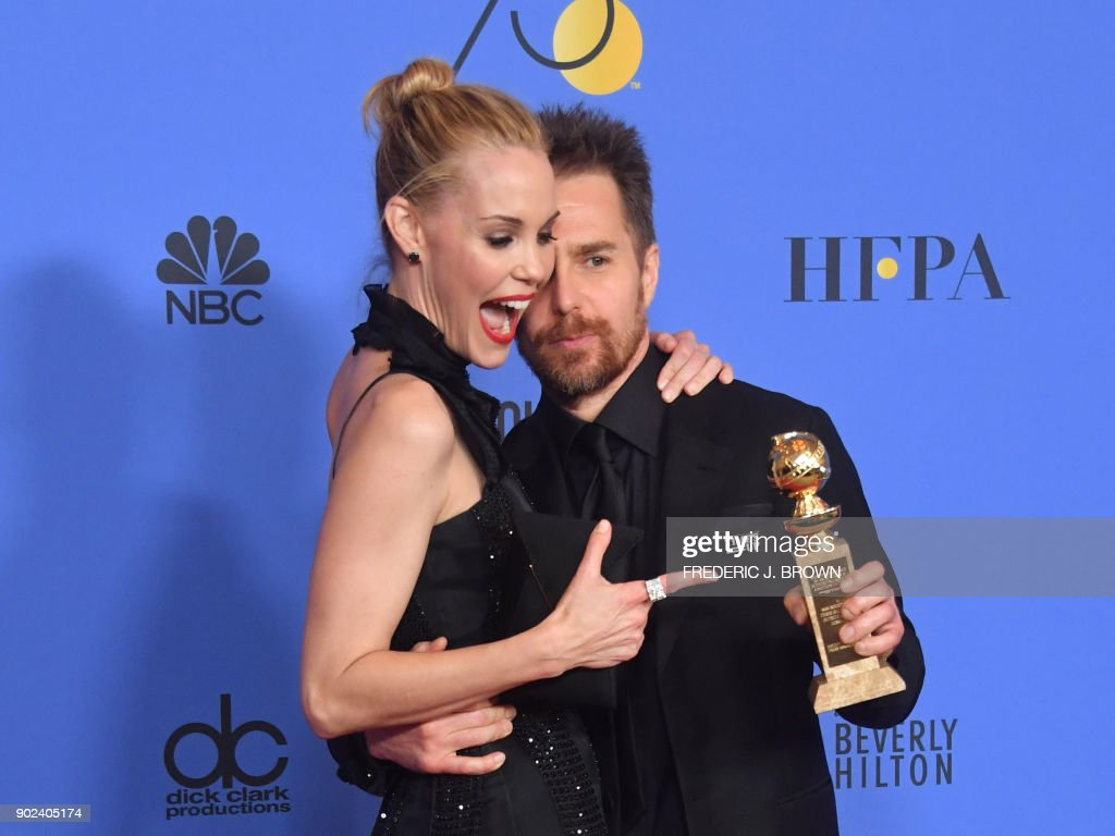 TOPSHOT - Leslie Bibb poses with actor Sam Rockwell and his award for Best Performance by an Actor in a Supporting Role in any Motion Picture for 'Three Billboards Outside Ebbing, Missouri' during the 75th Golden Globe Awards on January 7, 2018, in Beverly Hills, California. / AFP PHOTO / Frederic J. BROWN