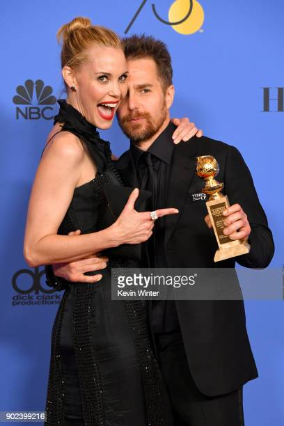 Leslie Bibb poses with actor Sam Rockwell holding his award for Best Performance by an Actor in a Supporting Role in any Motion Picture for 'Three...