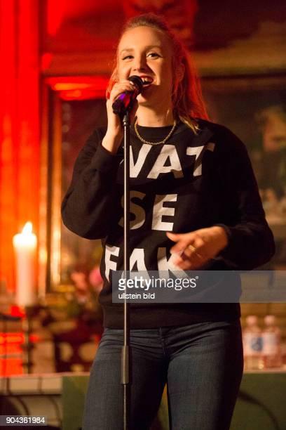 Leslie Clio die deutsche PopSaengerin live beim Reeperbahnfestival 2015 Konzert beim Musikfestival in den Clubs um die Hamburger Reeperbahn vom 23...