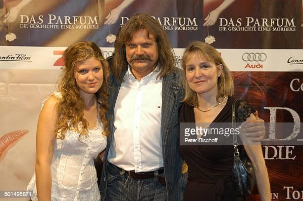 Leslie Mandoki Ehefrau Dr Eva und Tochter Lara Premiere vom Kinofilm Das Parfum Die Geschichte eines Mörders München Bayern Deutschland Europa Roter...