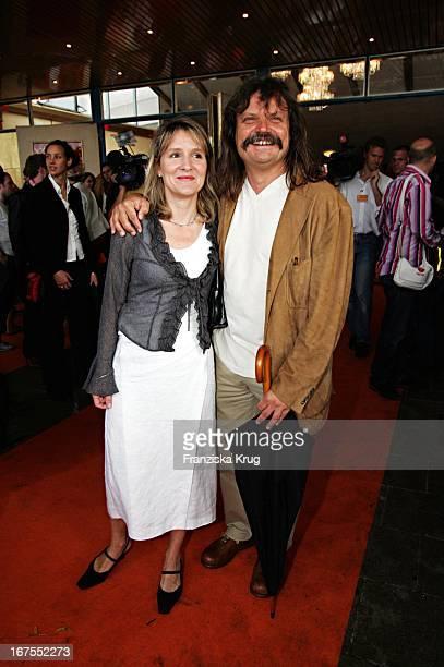 Leslie Mandoki Und Ehefrau Dr Eva Mandoki Bei Ankunft Zur Musical Premiere Saturday Night Fever Im Zirkus Krone In München