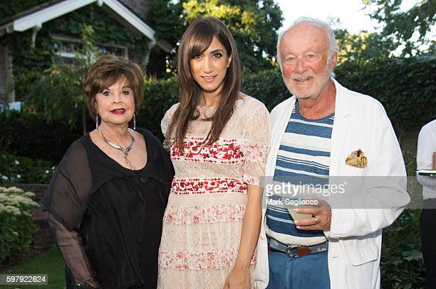 Leslie Rosenzweig Mandana Dayani and Ron Rosenzweig atend the Ashley And Jeff McDermott host an intimate Hamptons party for EBTH on August 28 2016 in...