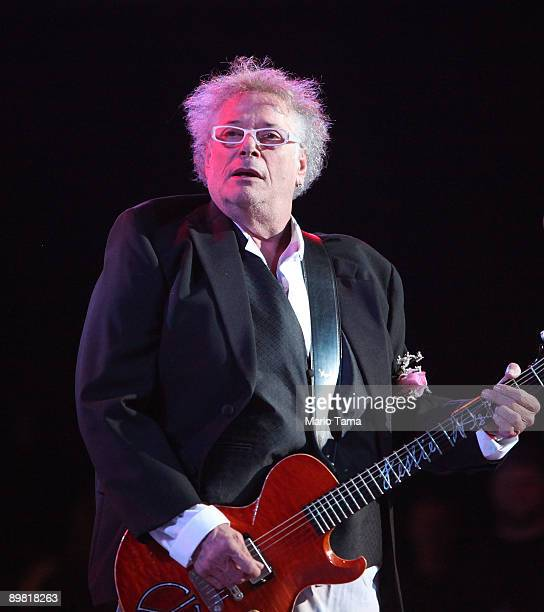 Leslie West of Mountain performs at the concert marking the 40th anniversary of the Woodstock music festival August 15 2009 in Bethel New York On...