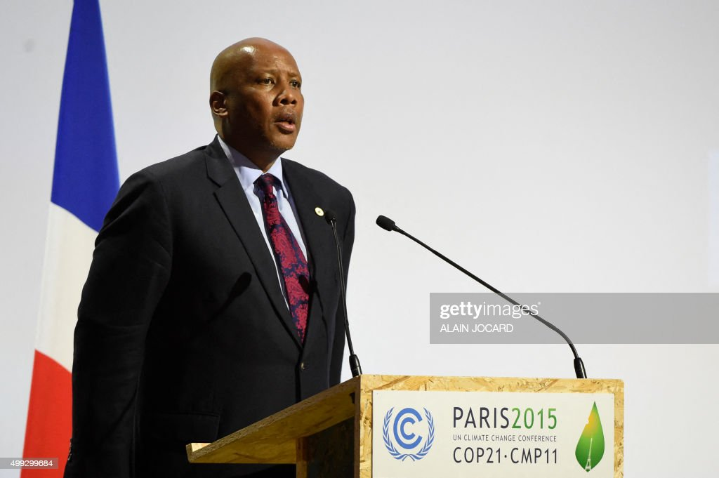 FRANCE-CLIMATE-WARMING-COP21-SPEECH : News Photo