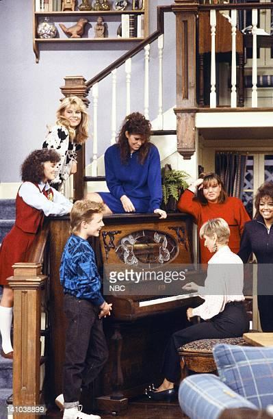 LIFE Less Than Perfect Episode 18 Pictured Mackenzie Astin as Andy Moffet Sherrie Krenn as Pippa McKenna Lisa Whelchel as Blair Warner Nancy McKeon...