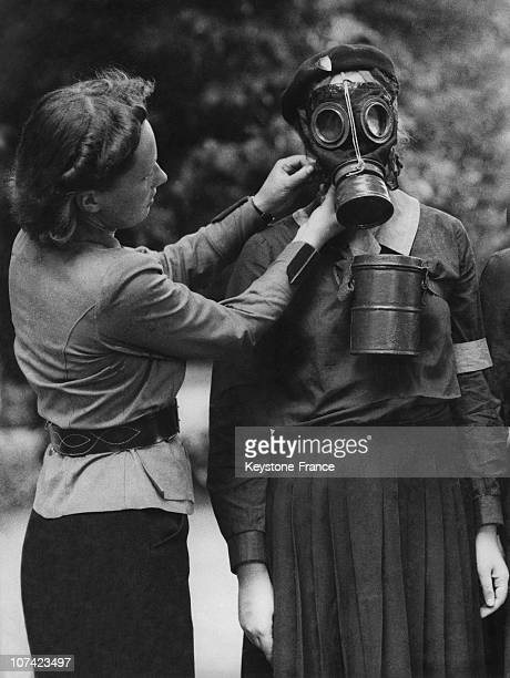 Lesson For Use A Gas Mask In Poland On 1939