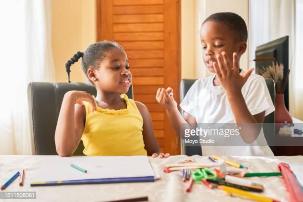 deixe-me ajudá-lo com sua lição de casa para que possamos ir brincar - 6 7 anos - fotografias e filmes do acervo