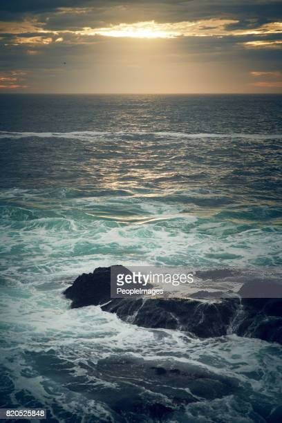 let the sea set you free - horizon over water stock photos and pictures