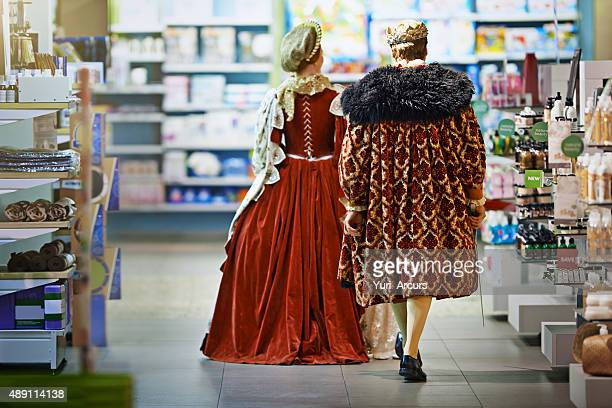 leteth's goeth to the next aisle dear - koning koninklijk persoon stockfoto's en -beelden