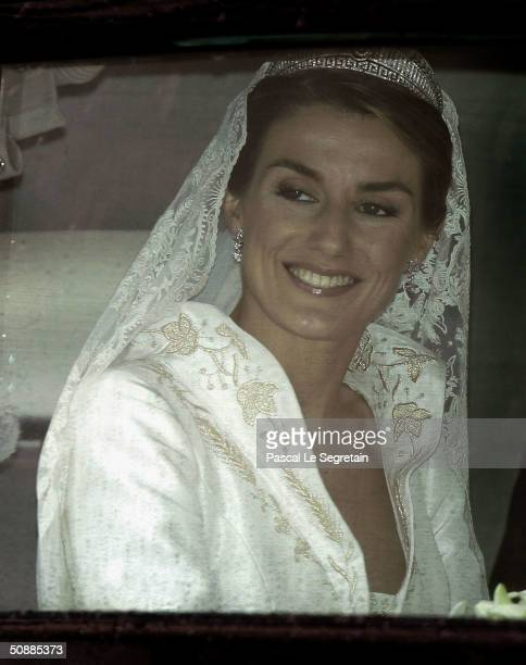 Letizia Ortiz arrives to Almudena cathedral moments before she marries Spanish Crown Prince Felipe de Bourbon May 22 2004 in Madrid