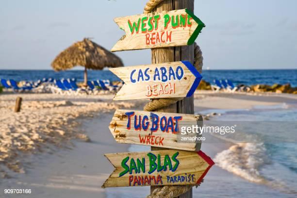 laten we gaan snorkelen! - curaçao stockfoto's en -beelden