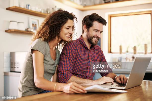 レッツちょうど電子的に私たちの税金を提出します。 - ホームページ ストックフォトと画像
