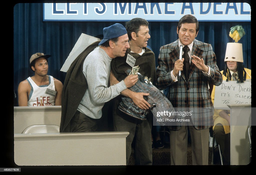 L-R: JACK KLUGMAN;TONY RANDALL;MONTY HALL : News Photo