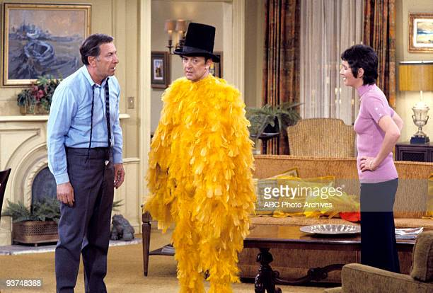 COUPLE Let's Make a Deal Season Three 2/23/73 After burning a hole in Felix's bed Oscar calls on his poker buddy Monty Hall to have Felix appear on...