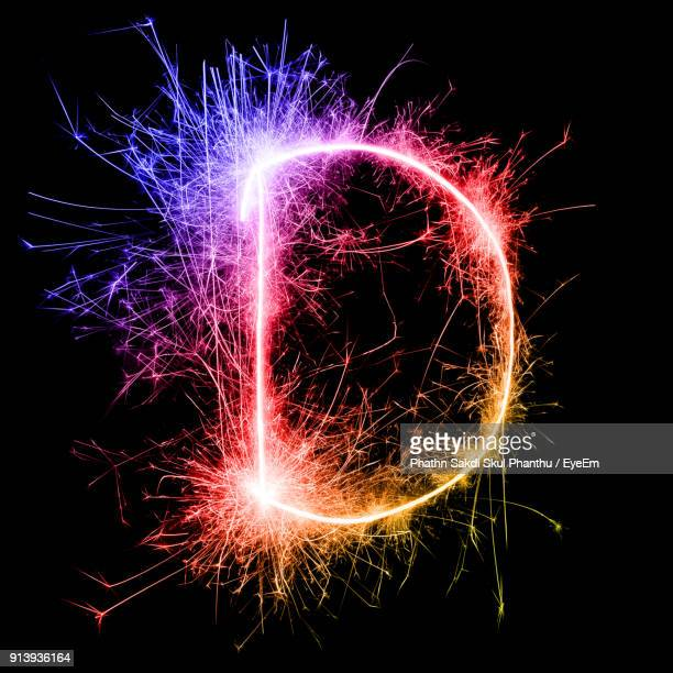 letter d made by multi colored sparklers at night - letra d - fotografias e filmes do acervo