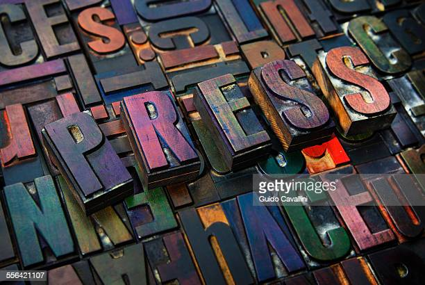 letterpress letters spelling the word press - medienwelt stock-fotos und bilder