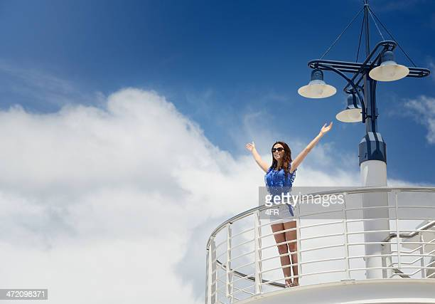 richtig, frau auf einem kreuzfahrtschiff - passagier wasserfahrzeug stock-fotos und bilder