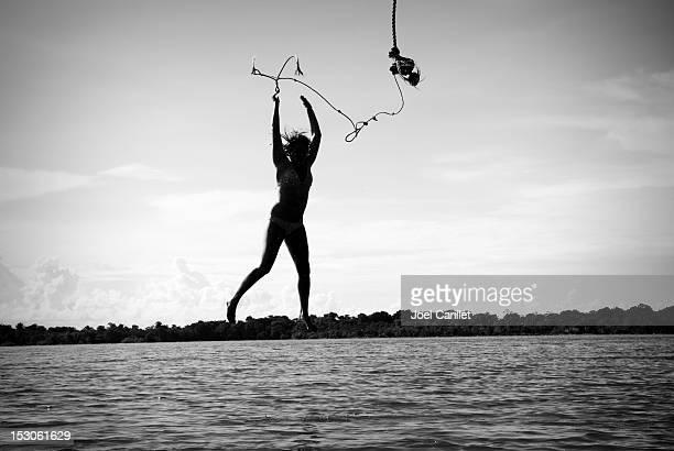 Se laisser aller-Jeune femme incroyable sur la mer