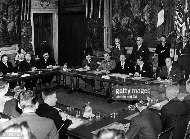 Letztes Treffen des AlliiertenKontrollrats vor der UnabhängigkeitÖsterreichs unter Vorsitz desfranzösischen Botschafters Seydoux
