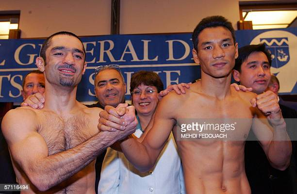 Levallois-Perret, FRANCE: Thai boxer Somsak Sithchatchawal shakes hand with French boxer Mahyar Monshipour, 17 March 2006 in Levallois-Perret, on the...