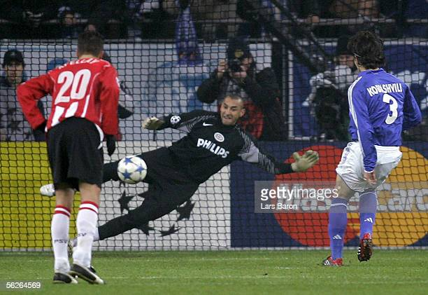 Levan Kobiashvili of Schalke scores the first goal from the penalty spot during the UEFA Champions League Group E match between Schalke 04 and PSV...