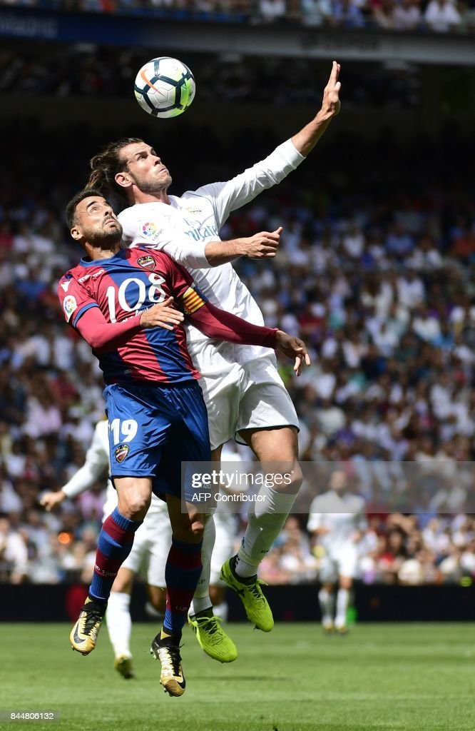 Levante's defender Pedro Lopez (L) vies with Real Madrid's Welsh forward Gareth Bale during the Spanish Liga football match Real Madrid vs Levante at the Santiago Bernabeu stadium in Madrid on September 9, 2017. /